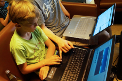 Wer Programmieren lernen will muss jung anfangen. Beim Open Project Hackathon im Mai 2018 im Jugendzentrum Utopia.