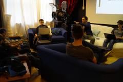 Daniel Lichtenstern hält einen kurzen Workshop bei dem Hackfest im April 2018 in Pfaffenhofen an der Ilm.